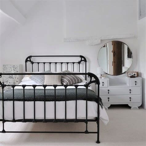 bedroom ideas with metal beds 25 best ideas about black iron beds on pinterest black