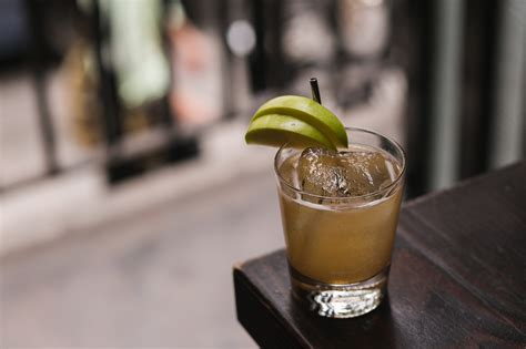 10 Tasty Mixed Drinks For Fall by Delicious Fall Cocktails For Manhattanites Manhattan Digest