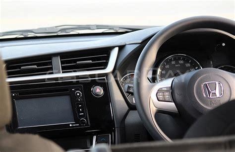 Garnish Belakang Honda Brv Warna Carbon Mengupas Fitur Honda Br V Prestige Oto