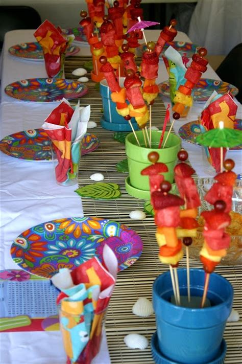 Hawaiian Table Decorations Ideas by 17 Best Ideas About Luau Table Decorations On