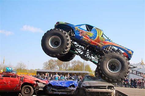 how long is monster truck show arnsberg stunt und monster truck show