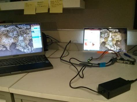 Tv Led Merk Jvc 21in laptop screen into monitor