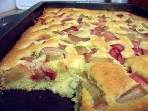 rabarber kuchen blitz rhabarberkuchen rezept essen und trinken