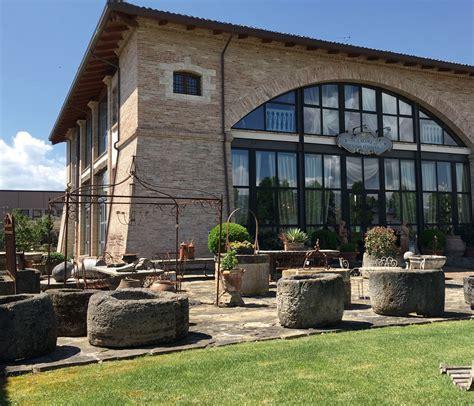 Lacole Casa Italiana Perugia by Mobili Antichi E Porte Da Sogno In Un Ambiente Da
