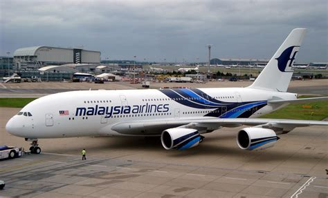 Air 2 Malaysia file malaysia airlines a380 flies jpg wikimedia commons