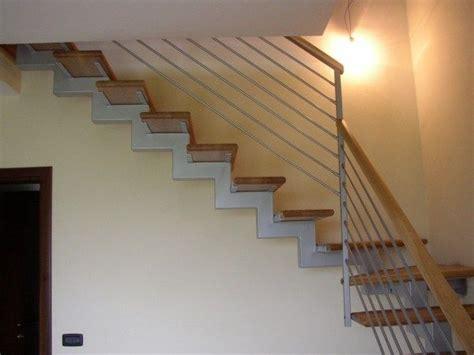 ringhiera scala moderna oltre 25 fantastiche idee su ringhiere delle scale in