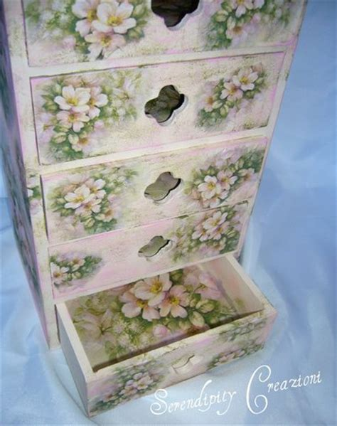 cassettiere decorate cassettiera in legno decoupage per la casa e per te