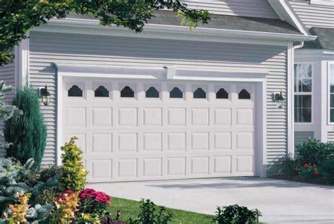 wayne dalton 8500 colonial ranch classic look d and d garage doors