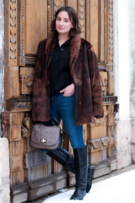 Code Alexya Dress Brown what to wear with fur coat tradingbasis