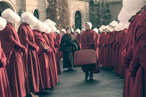 handmaid s the handmaid s tale author wants drake to make a season