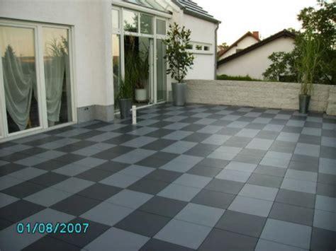 terrassenboden aus witterungsbestaendigen kunststoffplatten