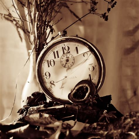 broken clocks broken clock by ifsantag on deviantart