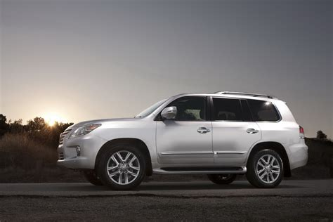 suv lexus 2013 lexus lx 570 luxury suv an overview machinespider com