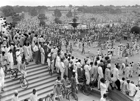 Indian Independence 1947   indians gathered in new delhi in 1947 to celebrate the