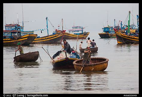 used round boat picture photo men use round woven boats to disembark from