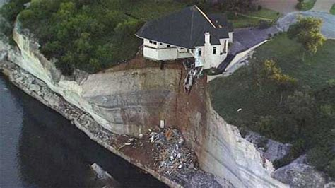 houses falling off cliffs texas house on cliff texas mansion falling off cliff into lake whitney z6mag