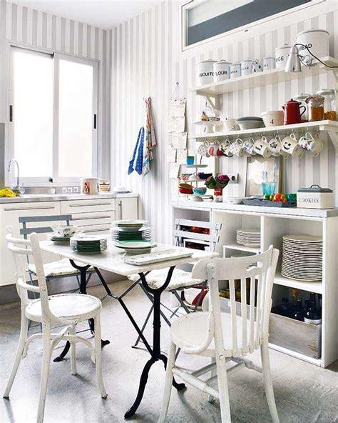 Pareti A Righe In Cucina cucina con pareti a righe