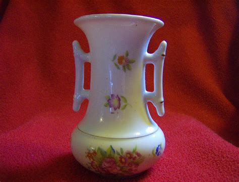 Painted Vase Japan by Made In Japan Painted Porcelain Vase Kutani From
