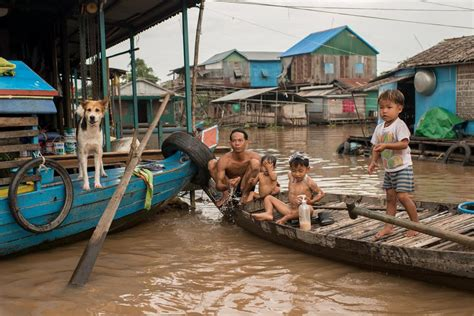 Lake Front House by In Pictures Cambodia S Floating Villages Al Jazeera