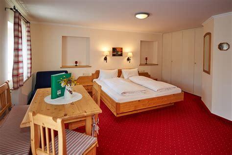 schlafzimmer vollholzmöbel zimmer appartements reithof filzmoos