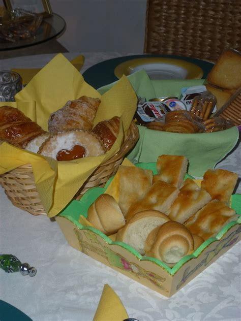 tavola inbandita tavola imbandita per la colazione b b la casa sul colle