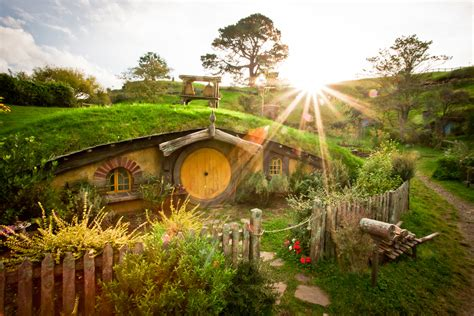 Hobbit House New Zealand | the magic of a hobbit house