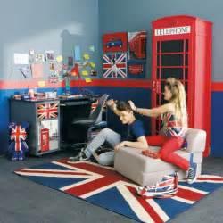 Merveilleux Rideaux Chambre Ado Garcon #4: .deco_anglaise_british_pas_cher_meuble_deco_accessoires_tapis_coffre_tout_pour_decorer_et_meubler_chambre_ado_london_londres_m.jpg