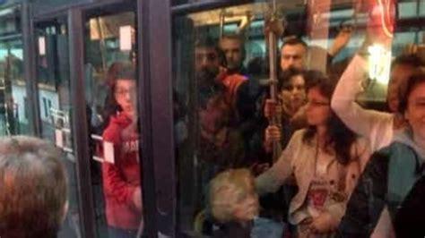 mostra i genitali maniaco sessuale in manette la gazzetta di giovave si masturba sul bus vicino a una ragazza il gip