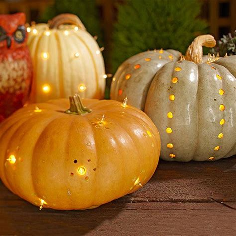 outdoor decorating with pumpkins