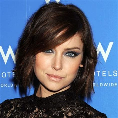 brushes to style chin length bob jessica stroup s shaggy chin length bob with side bangs