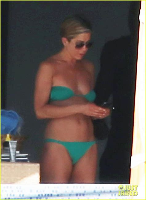 Aniston Slips Into A Pink For Day In The Sun by Barely There Wallpaper
