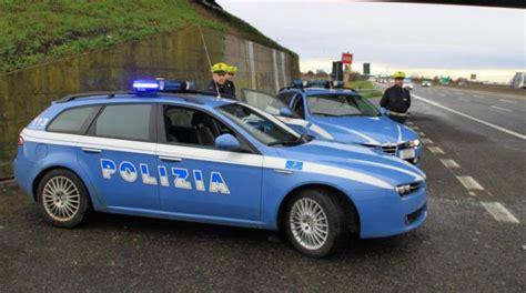 polizia stradale di pavia ferito alla testa sbanda col camion paura in autostrada