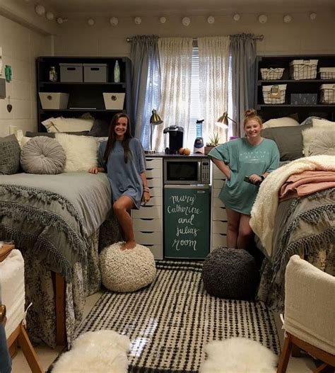 college bedroom ideas best 25 dorm room layouts ideas on pinterest dorm