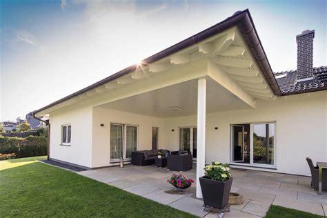 Haus Mit überdachter Terrasse bungalow mit 220 berdachter terrasse gussek haus bungalows