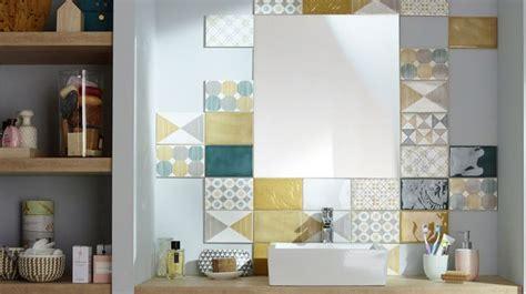 Ordinaire Carrelage Mural Cuisine Mosaique #1: carrelage-mural-mosaique-autour-du-miroir_5324545.jpg