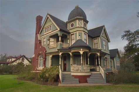 Queen Anne Style Queen Anne Style House Tudor Style Homes Victorian Queen