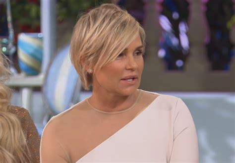 yolanda housewives of beverly hills hairstyle yolanda hadid opens up about divorce storms out of rhobh