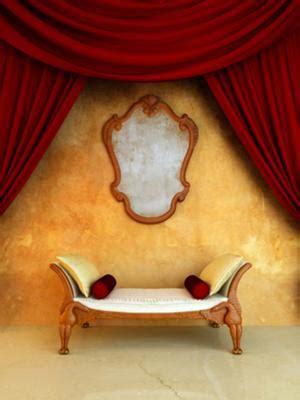 giving  walls  antique paint