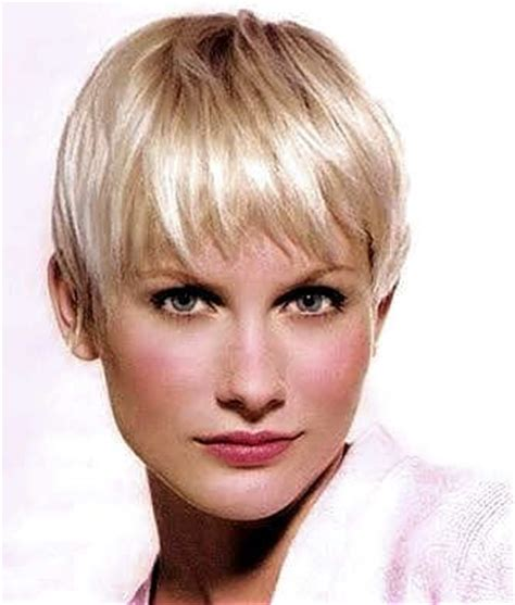pixie cut with long wispy back and sides an exle of the pixie cut with long bangs at the front