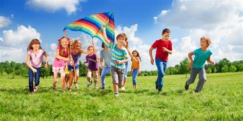 Tradisional Mainan Anak Susun Menyusun Puzzle Busa manfaat bermain di luar rumah bagi anak di masa pertumbuhan