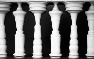 Reversible Vase Figure Ground Illusion
