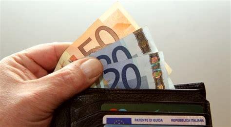quanto reddito serve per carta di soggiorno tassa sui permessi di soggiorno quanto costa e chi la
