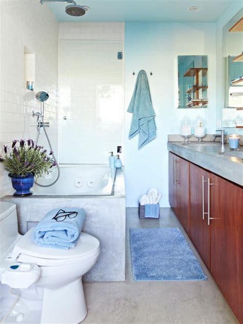 seafoam bathroom hgtv dream home 2015 decorating with seafoam tones 171 hgtv