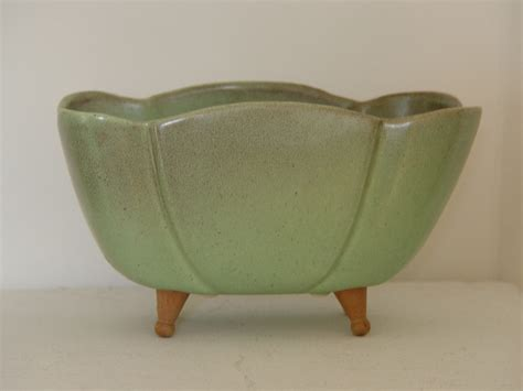 Vintage Pottery Planter With Legs Marked Mel Or Wel V25 Planter With Legs