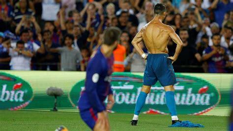 imagenes que digan real madrid cristiano ronaldo mocks lionel messi with shirt