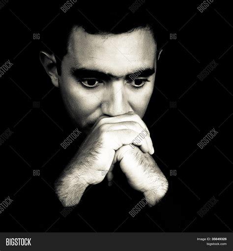 imagenes de jovenes a blanco y negro dram 225 tico rostro blanco y negro de un hombre joven