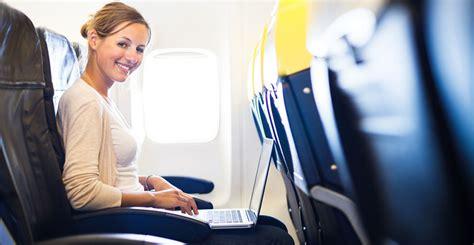 Wifi Di Pesawat begini cara kerja wifi di pesawat terbang dan alasan tidak semua maskapai menyediakannya