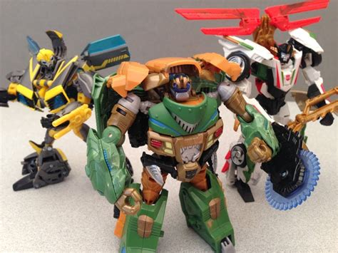 Beast Hunters Transformers Bulkhead Hasbro beast hunters bulkhead deluxe class transformers prime review by mitch santona
