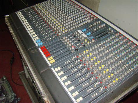 Mixer Allen Heath Gl allen heath gl2000 424 image 347159 audiofanzine