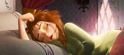 que preguntas hacerle a una mujer en verdad o reto 15 preguntas que no debes hacerle a alguien que ama dormir